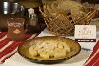 Hlavné múčne jedlá: zemiakové plnené šúľance s maslom a strúhankou